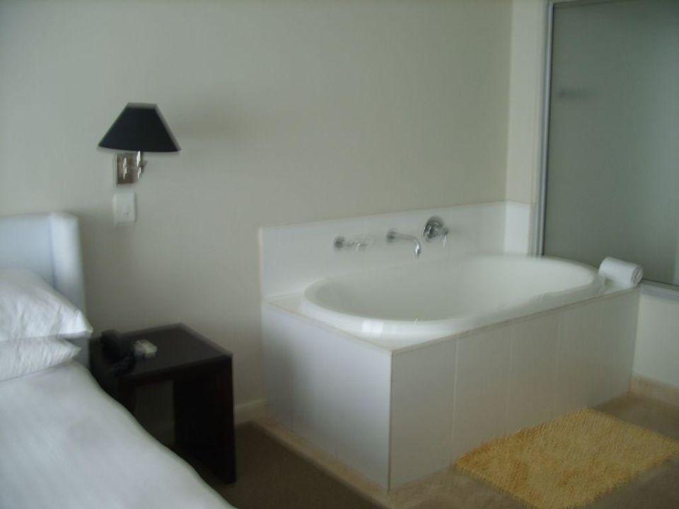 Die Badewanne im Schlafzimmer\