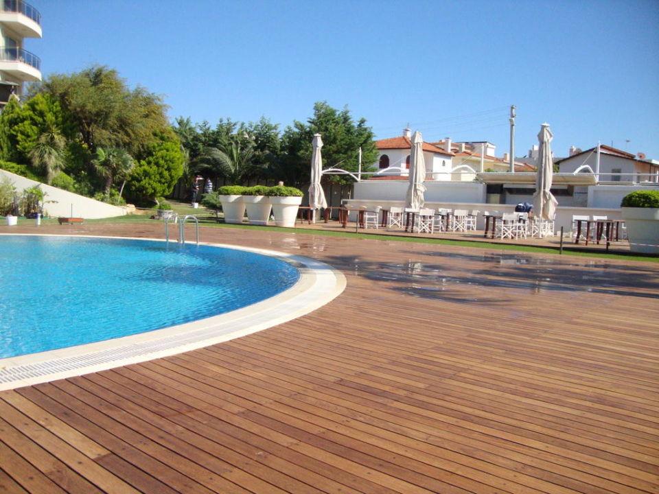Pool- und Gartenanlage Hotel Sisus