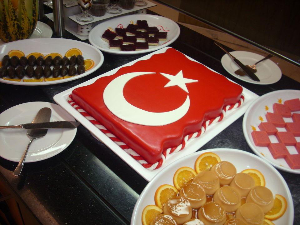 Abendessen Nachtisch Buffet Kuchen Als Turkische Flagge Hotel Defne