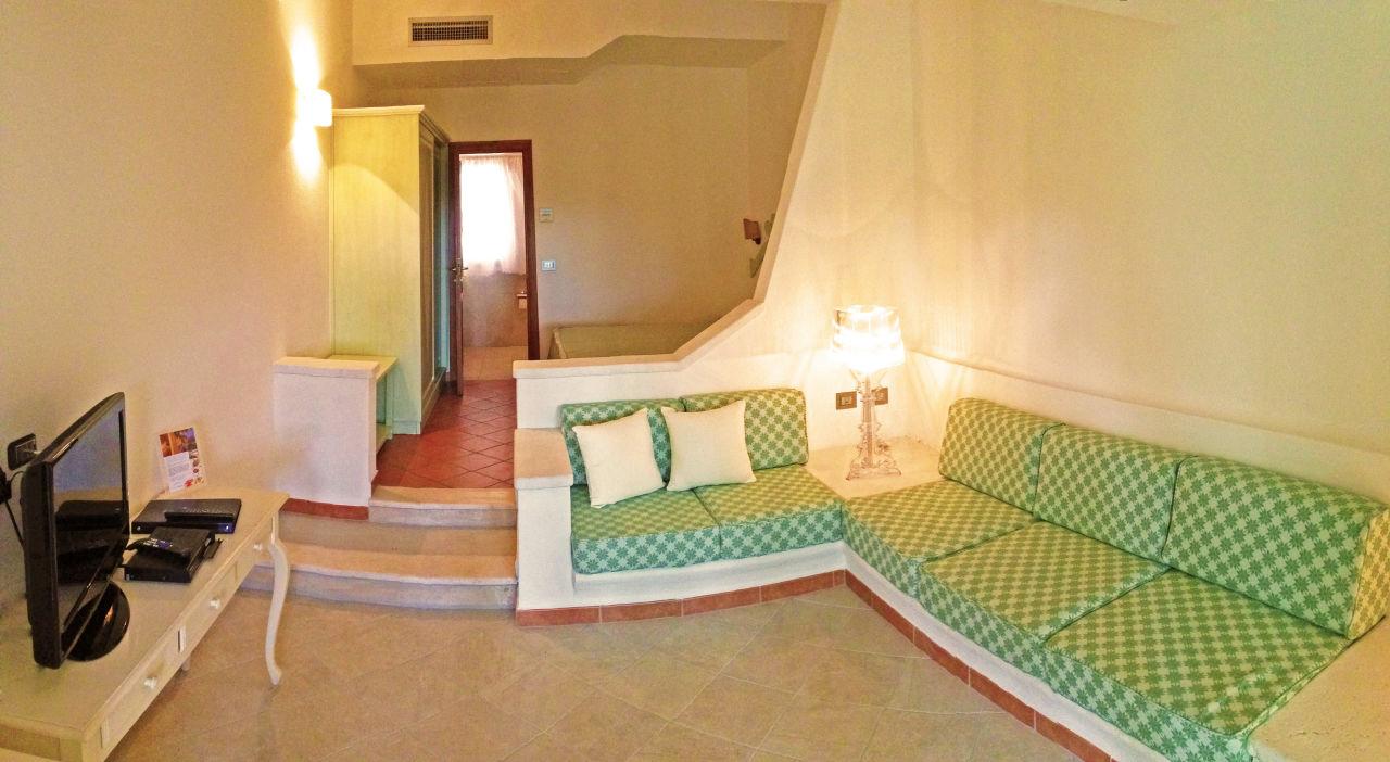 Bild brand new junior suite small living room zu hotel for Sitting room suites