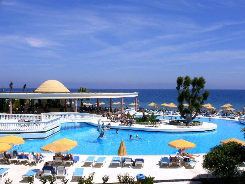 Blick auf Pool und Pool-Bar Sunshine Rhodes