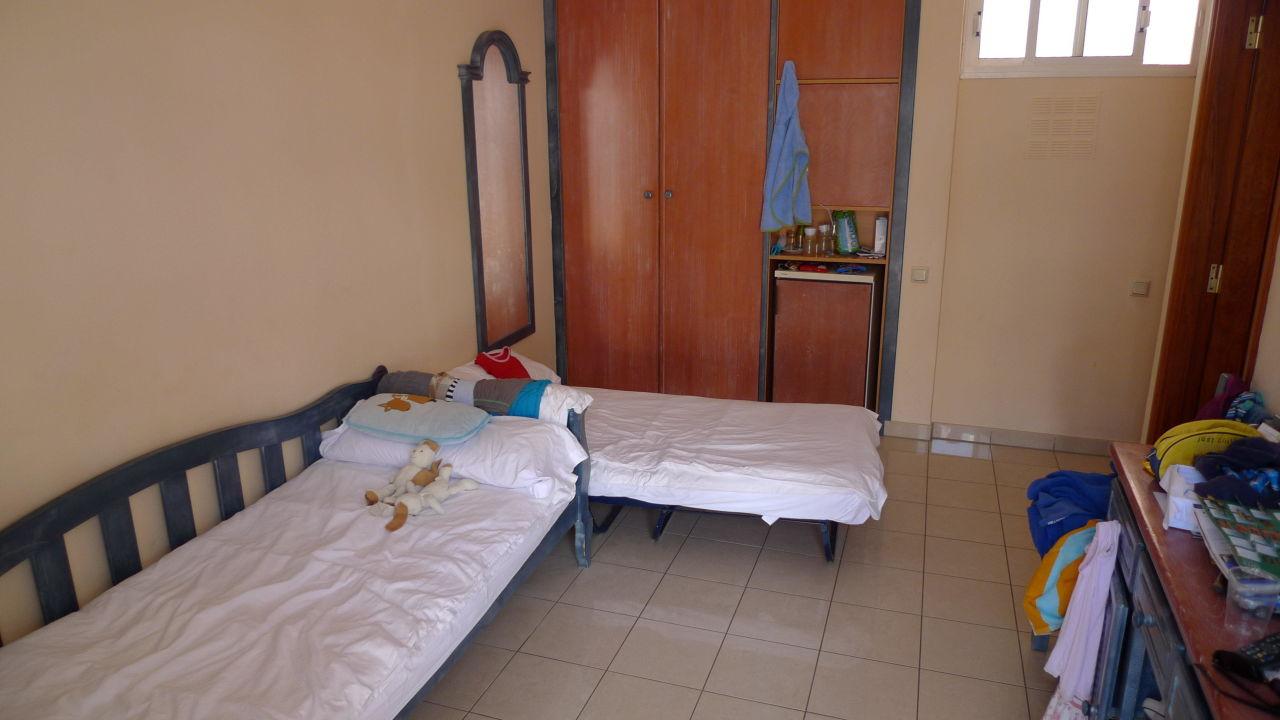 kleine zimmer mit feldbetten allsun hotel barlovento in. Black Bedroom Furniture Sets. Home Design Ideas