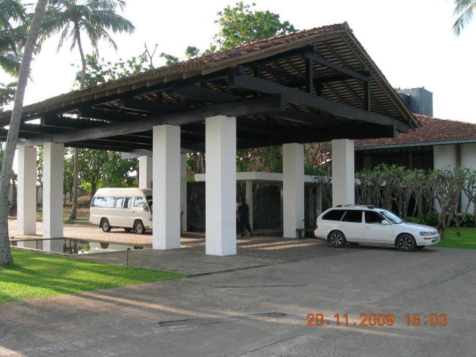 Eingang AVANI Kalutara Resort