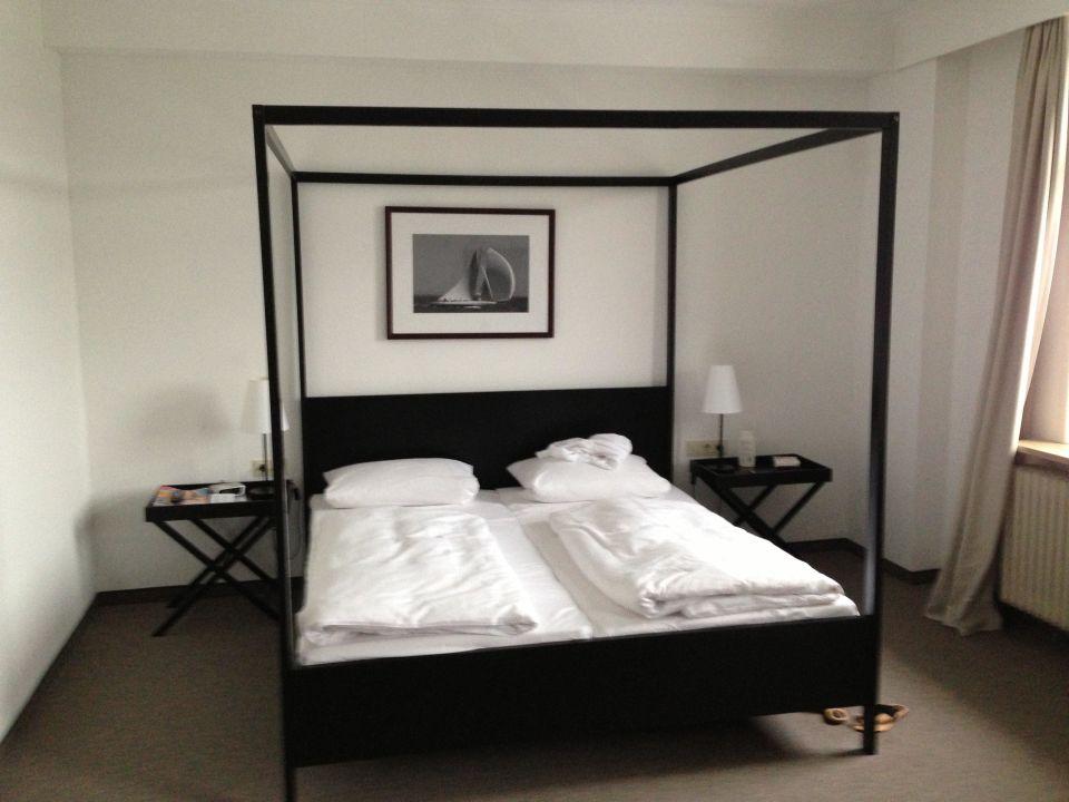 bild modernes bett zu hotel wyndham garden bad malente. Black Bedroom Furniture Sets. Home Design Ideas