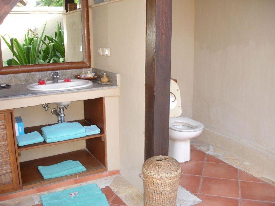 nach oben offenes sichtgeschütztes Bad Hotel Vila Ombak
