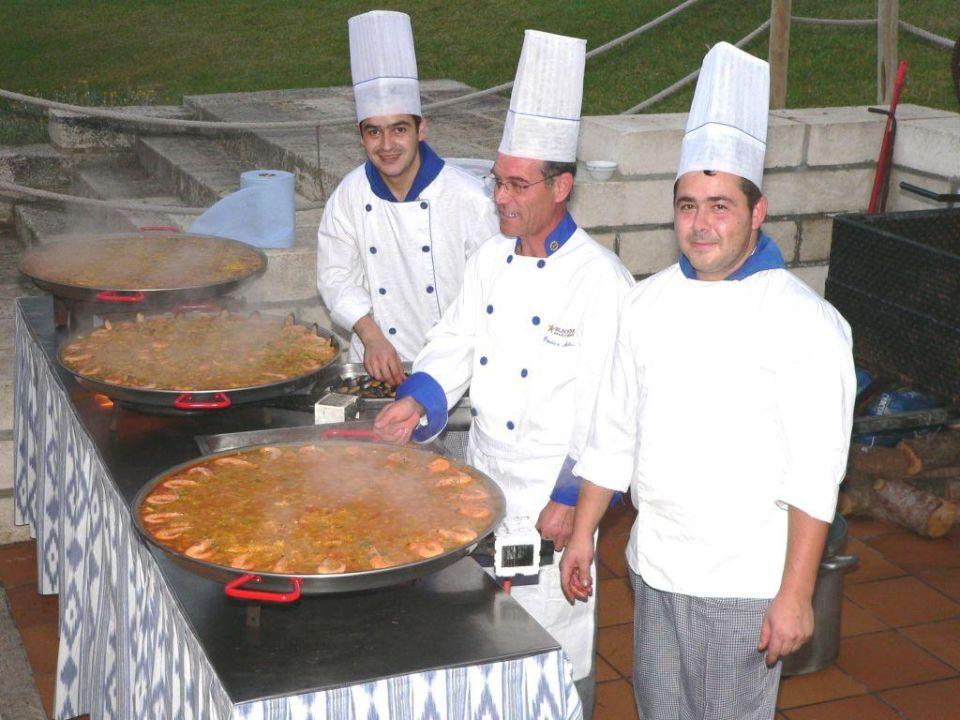 Zubereitung der Paella Hotel Exagon Park