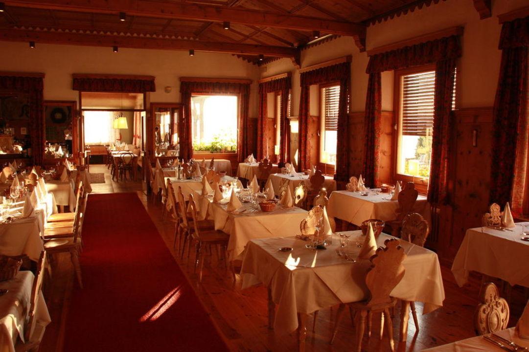 """der speisesaal"""" hotel zirmerhof in aldein • holidaycheck, Esstisch ideennn"""