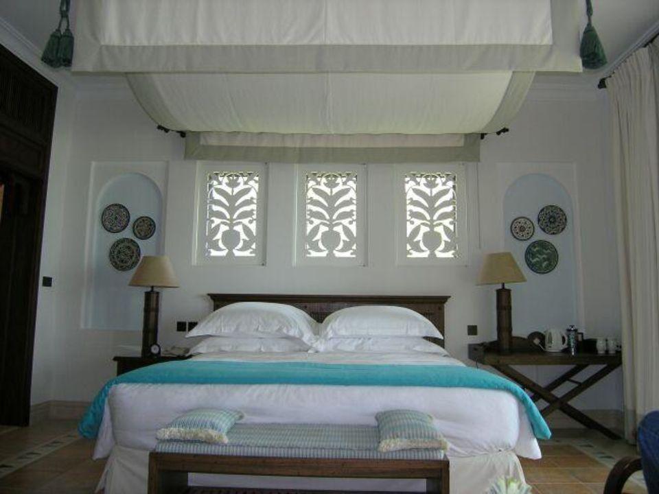 Dar al Masyaf - traumhaftes Bett im Villenzimmer Hotel Madinat Jumeirah - Dar Al Masyaf