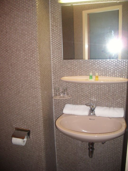 Badezimmer. Wandverkleidung Im Stil Der 60er Jahre Hotel Continental  Saarbrücken
