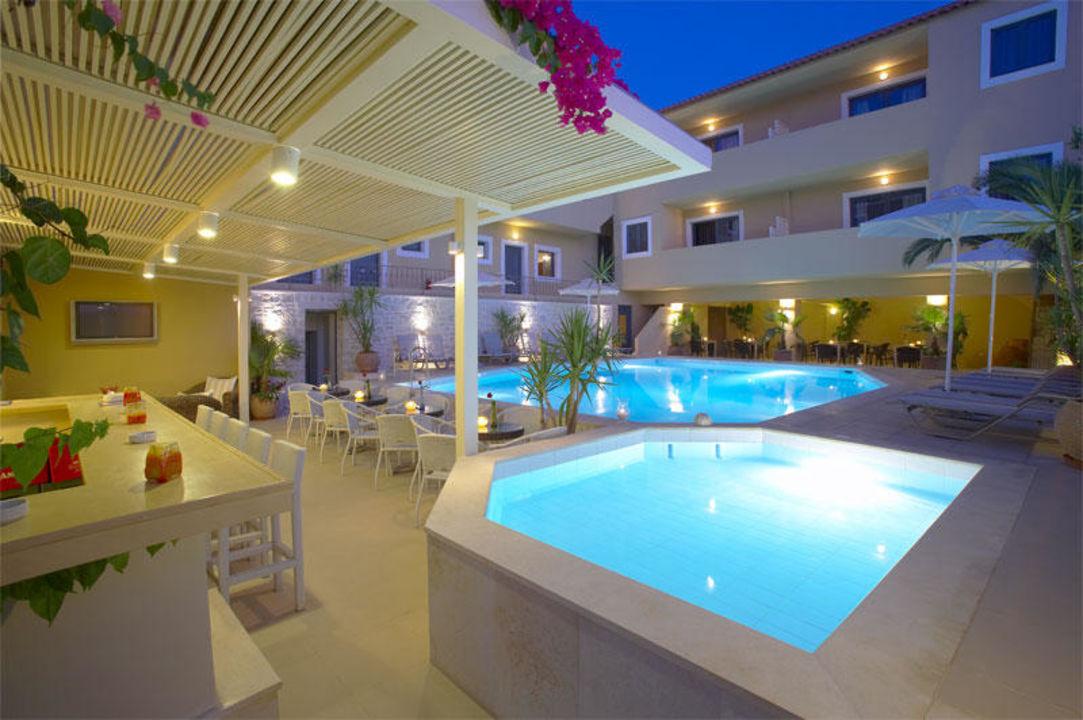 Lounge area by the pool Hotel La Stella
