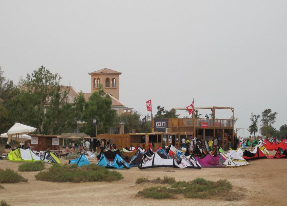 Kitepeople Kiteschule (nicht empfehlenswert) Mövenpick Resort & Spa El Gouna