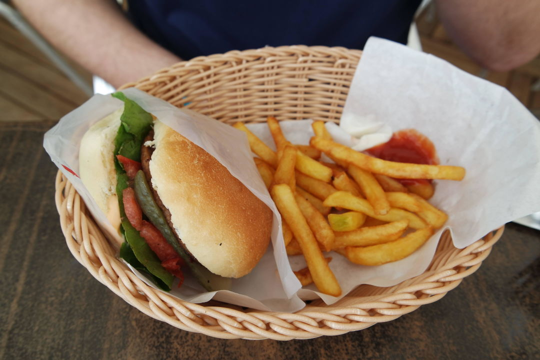 Hamburger Und Pommes Am Strand Side Lilyum Hotel Spa Evrenseki