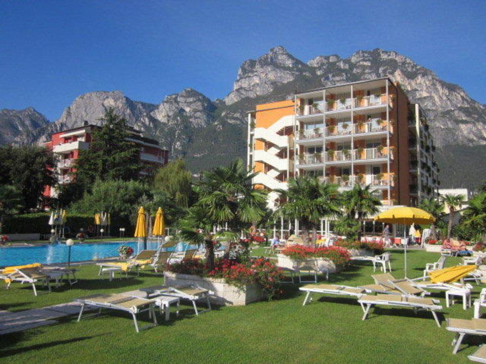 U0026quot Sch U00f6ne Gartenanlage Mit Pool U0026quot  Hotel Savoy Palace