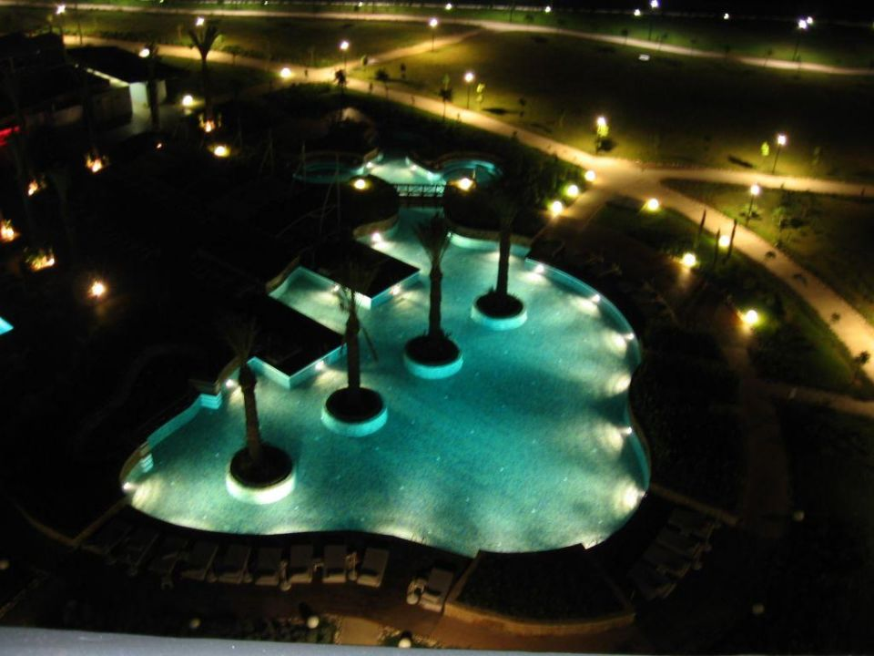Noch ein Pool bei Nacht Hotel Concorde De Luxe Resort