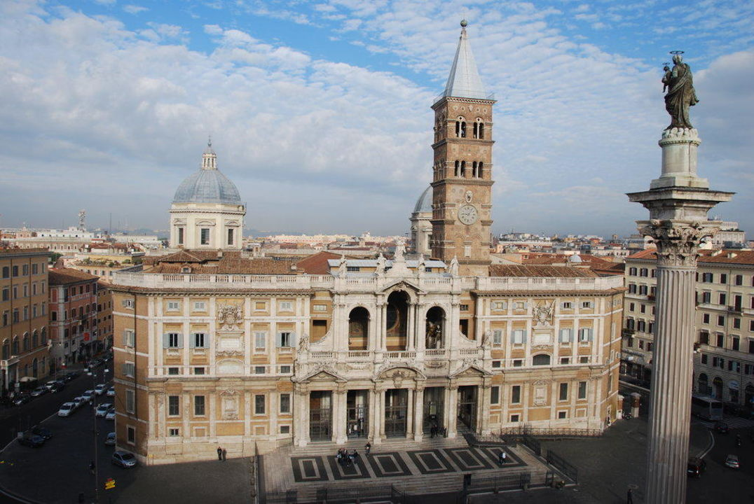 Blick von der Dachterrasse Hotel Mecenate Palace