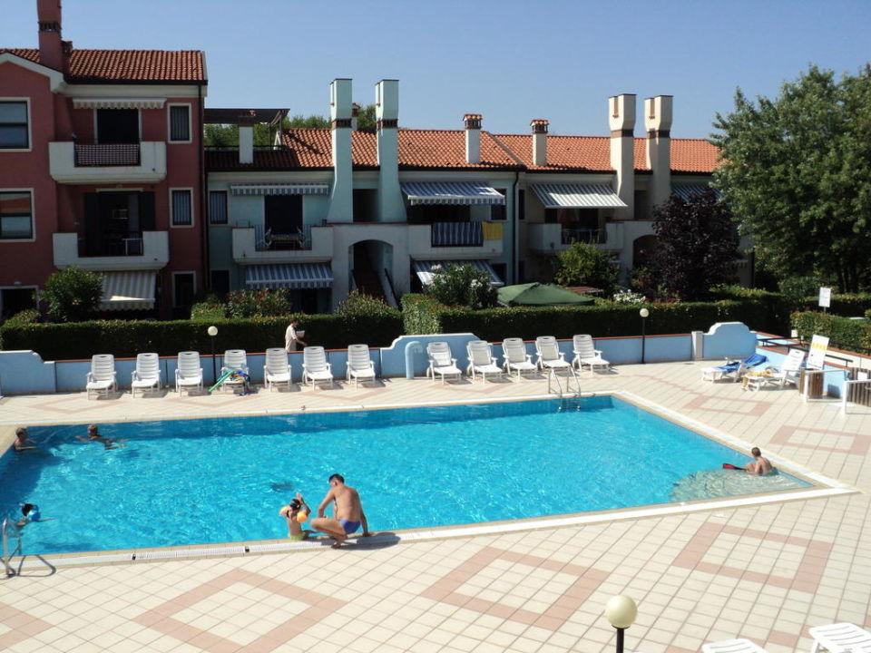 Blick auf Pool Hotel Le Bricole