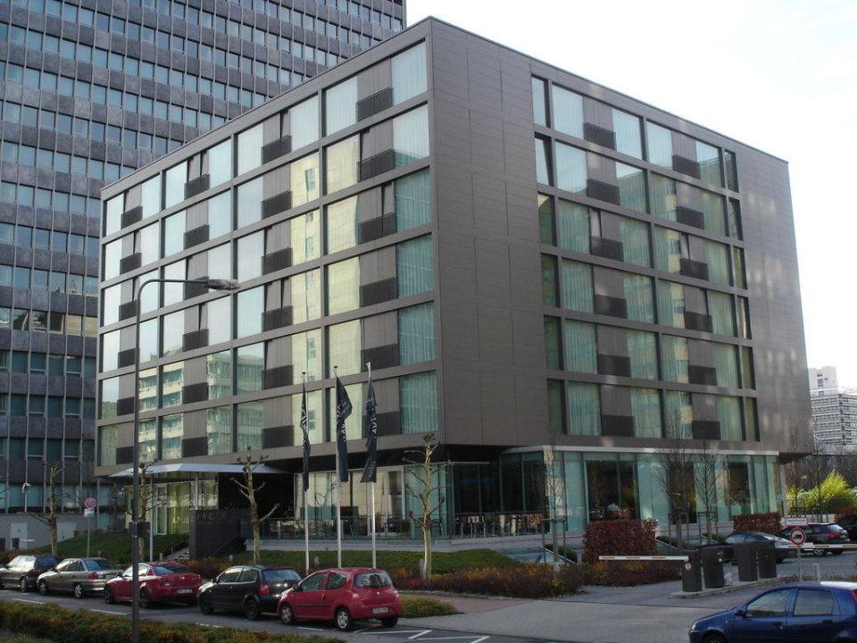 Das Hotel von außen INNSIDE by Meliá Frankfurt Niederrad
