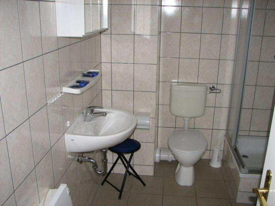 bild kleines duschbad zu fewo uns h sung in mirow. Black Bedroom Furniture Sets. Home Design Ideas