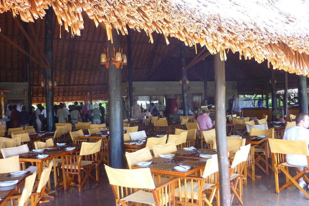 Restaurant der Lodge Ngutuni Safari Lodge