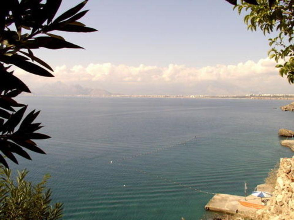 Blick vom Hotel Dedemann nach Antalya Dedeman Antalya Hotel & Park Convention Center  (geschlossen)