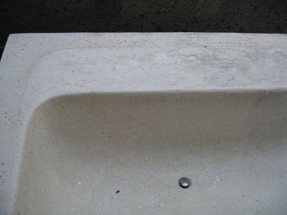 Spa, Badewanne fürs Blütenbad Kamuela Villas & Suites Sanur
