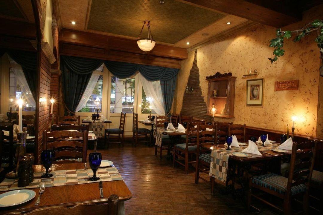 Italian Restaurant   Plaza Hotel Chelsea