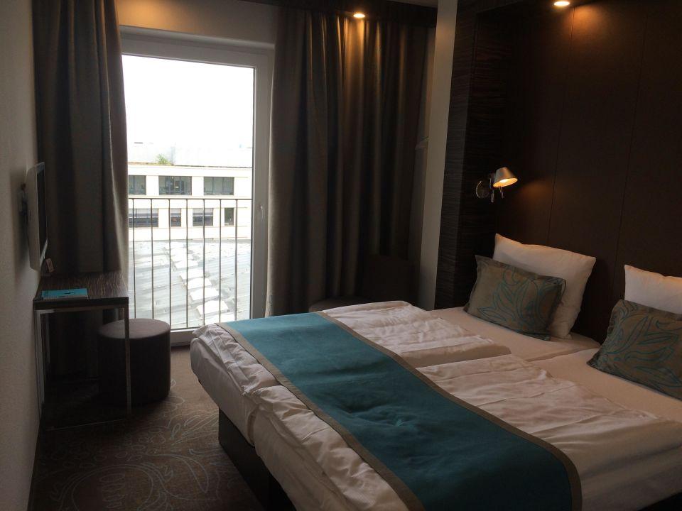 Doppelzimmer Mit Queensize Bett Motel One Koln Waidmarkt Koln