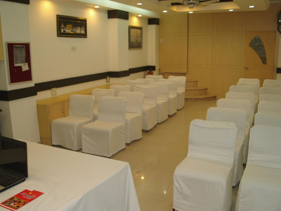Conference Room Hotel Sri Nanak Continental