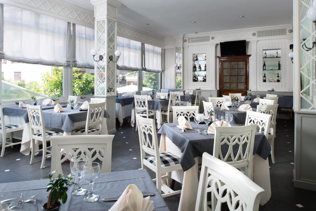 """Restaurant """" I lecci """"  Hotel Degli Aranci"""