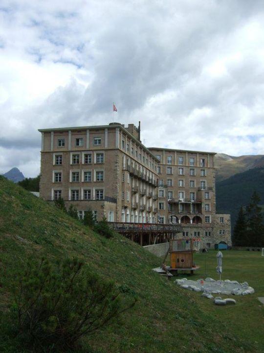 Blick auf Hotel, Terrasse und Garten Hotel Castell