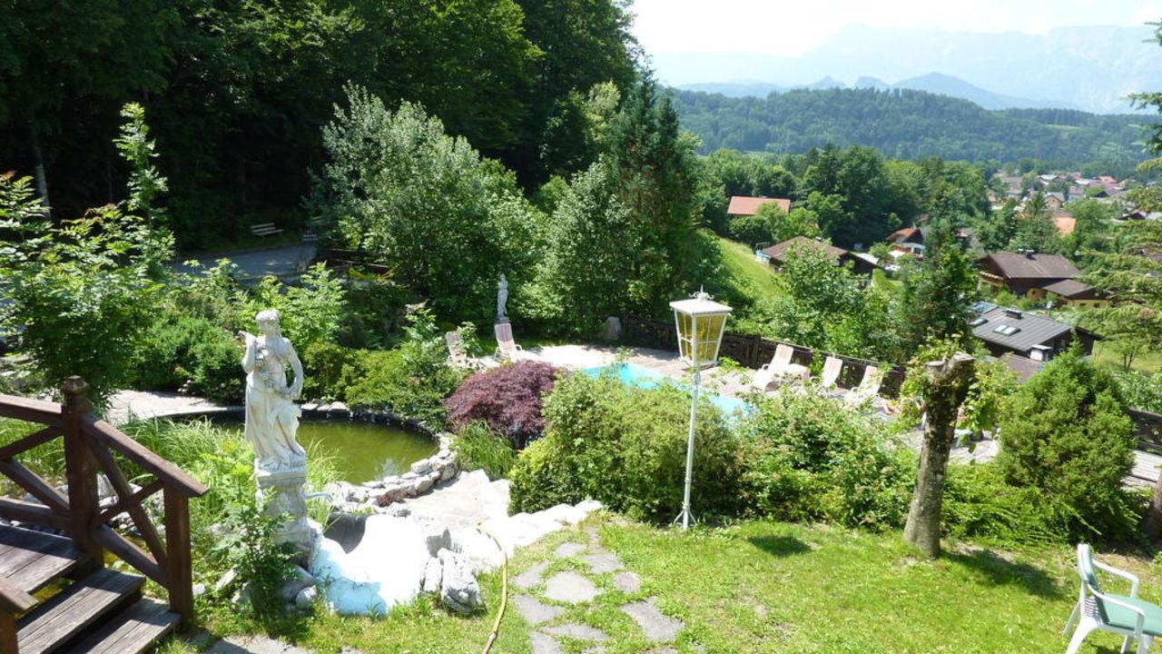 Romantischer Garten & Poolanlage