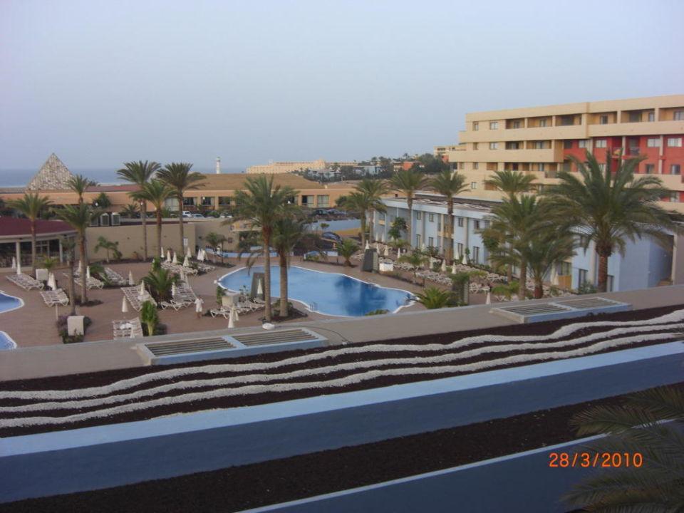 Blick vom Zimmer auf Poolanlage Iberostar Playa Gaviotas Park
