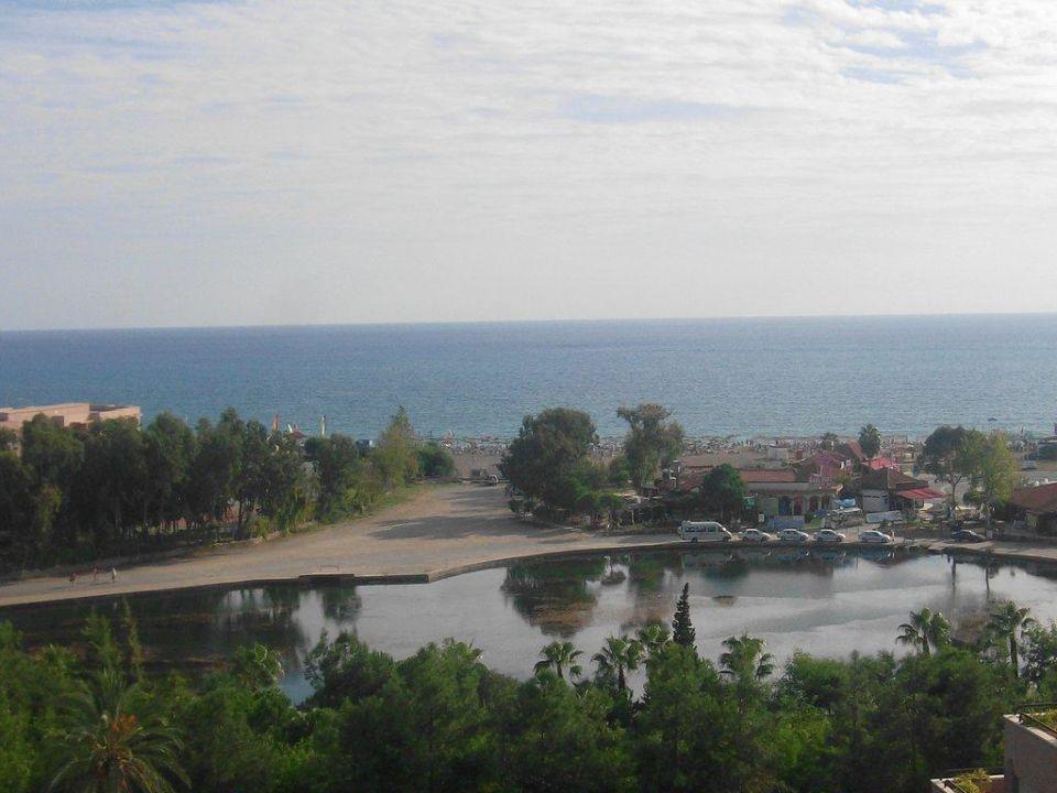 Ausblick von der Dachterrasse richtung Strand Grand Prestige Hotel & Spa