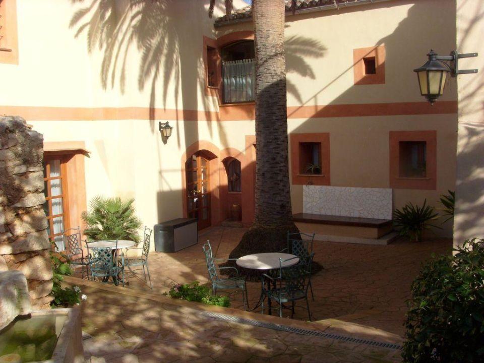 Teil des Innenhofes Hotel Son Llorenc