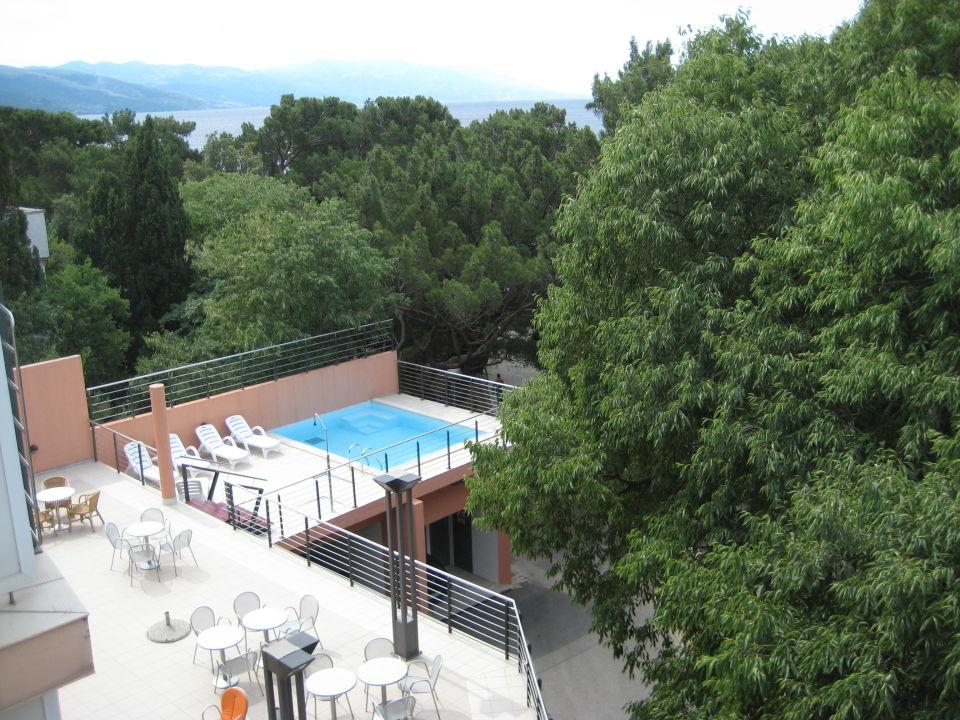 Terrasse Mit Kleinem Pool Hotel Tamaris Novi Vinodolski