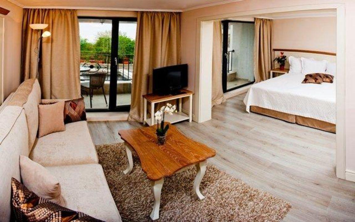 Junior Apartment White Rock Castle Hotel & Suites