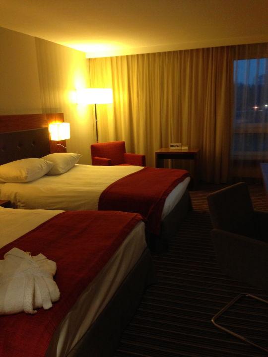 2 Grosse Betten Für 25 Personen Mövenpick Hotel Zürich Airport
