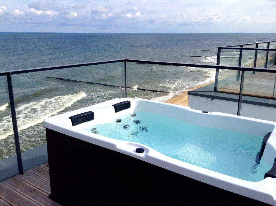 bild jacuzzi auf der dachterrasse zu boulevard ustronie morskie in ustronie morskie henkenhagen. Black Bedroom Furniture Sets. Home Design Ideas