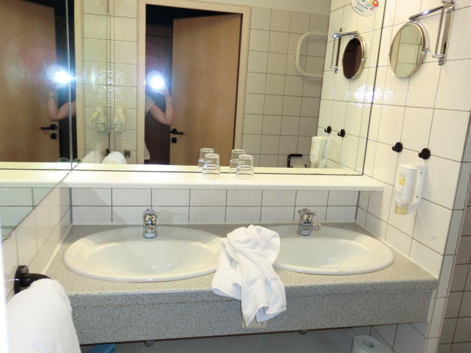 """Hotel Berlin Dusche Im Zimmer : Bild """"Dusche u WC"""" zu ECONTEL Hotel Berlin Charlottenburg in Berlin"""