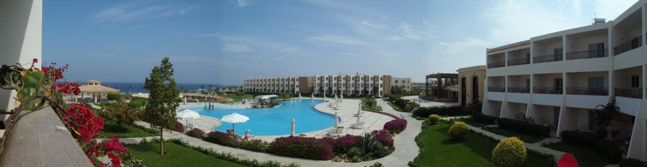 blick auf den pool vom balkon aus royal brayka resort. Black Bedroom Furniture Sets. Home Design Ideas