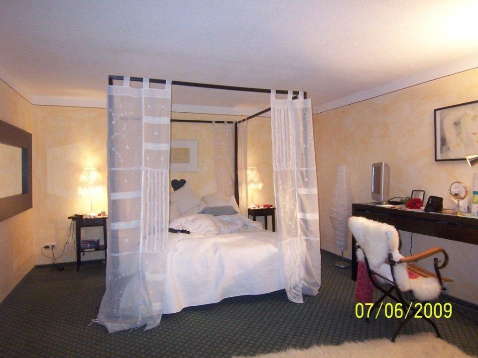 """Bild """"zimmer himmelreich mit kamin"""" zu romantik hotel sonne in bad ..."""