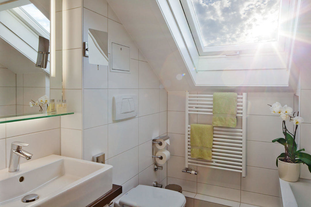 Badezimmer unter dem Dach \
