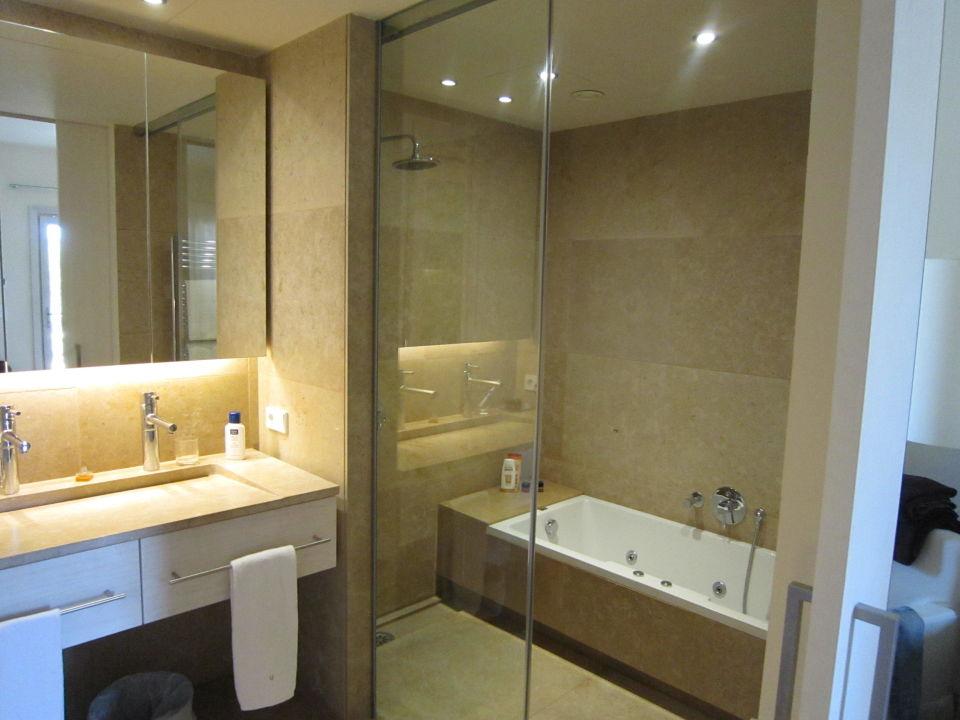 waschbecken und dusche mit badewanne dusche separat finca sa franquesa nova vilafranca de. Black Bedroom Furniture Sets. Home Design Ideas
