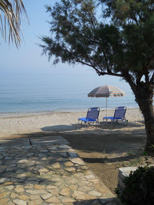 Kleiner Strandabschnitt mit genügend Schatten Hotel Beach Star