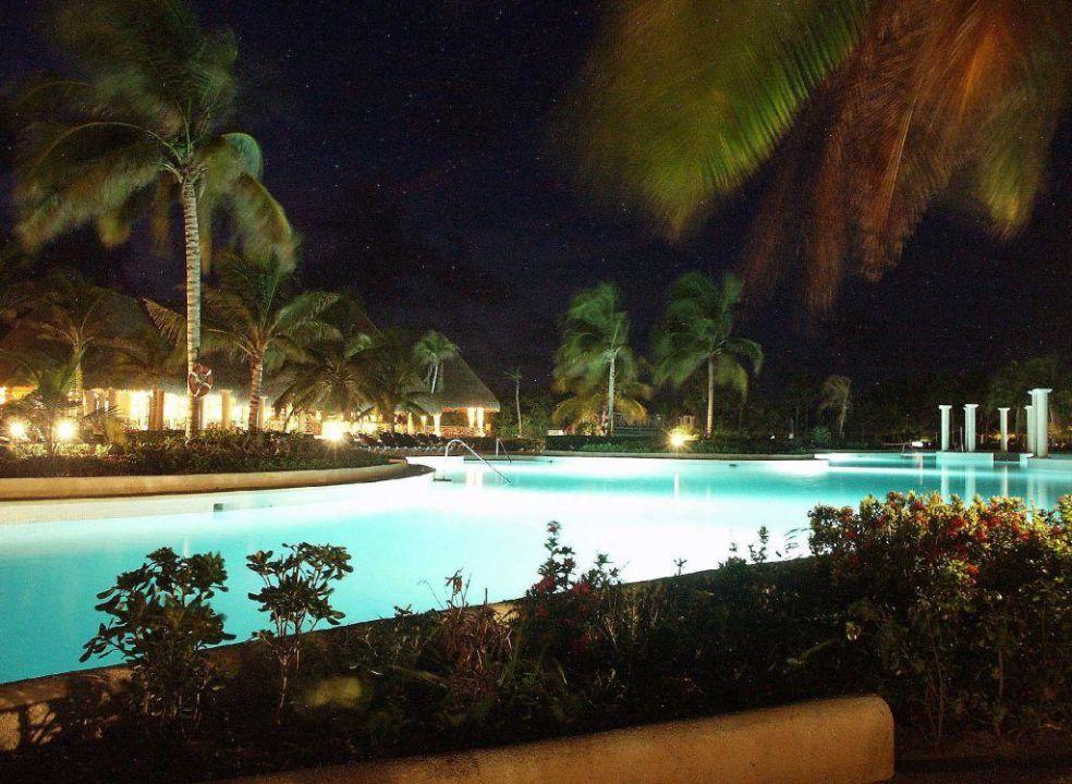 Pool bei Nacht Grand Palladium Kantenah Resort & Spa
