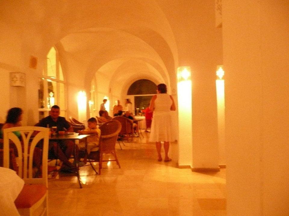 Beim Essen Hotel Shalimar