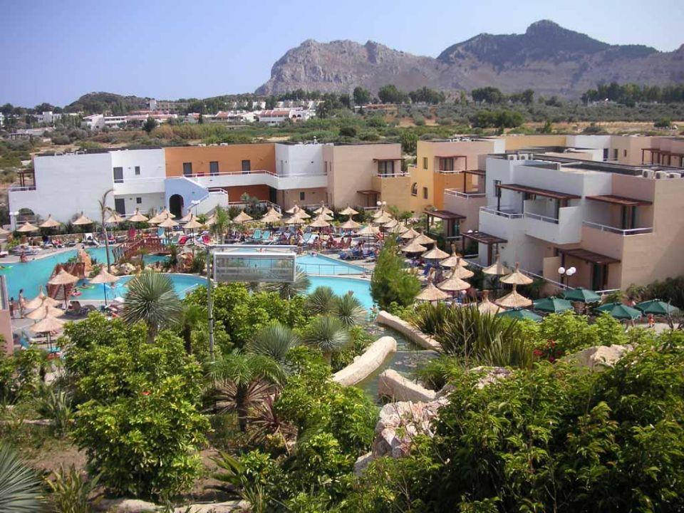 Poolbereich und Hotelanlage Atlantica Mikri Poli Rhodes