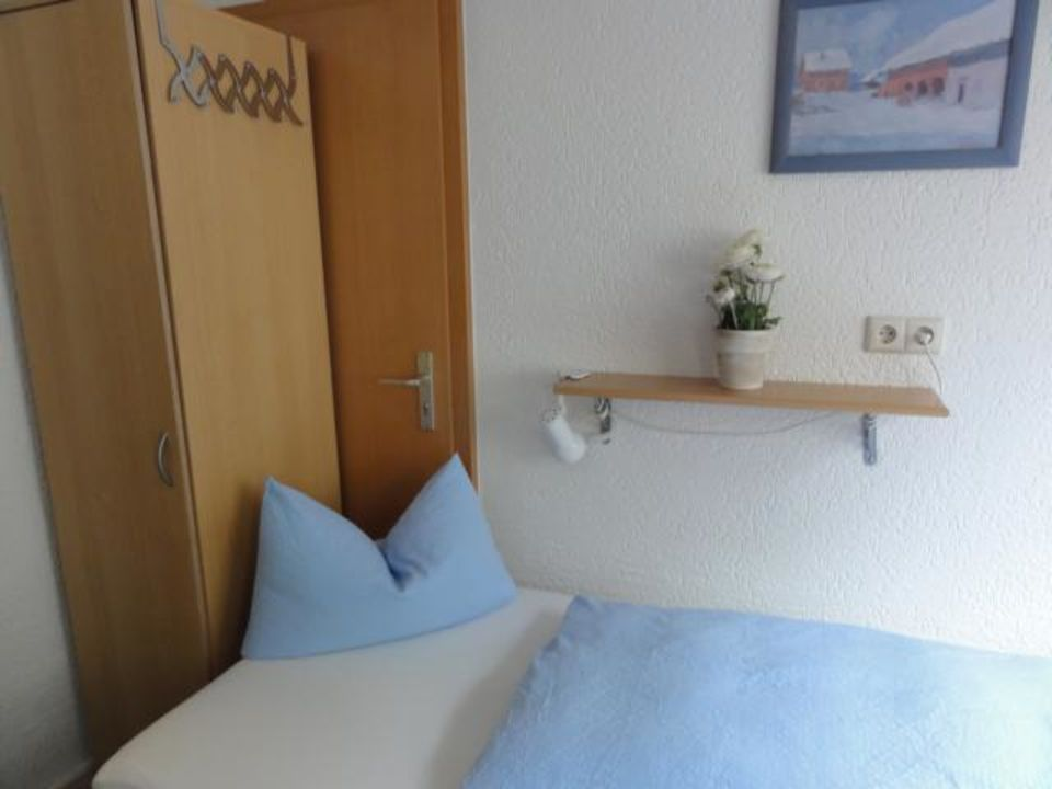 bild etagen wc zu pension am fischmarkt in konstanz. Black Bedroom Furniture Sets. Home Design Ideas