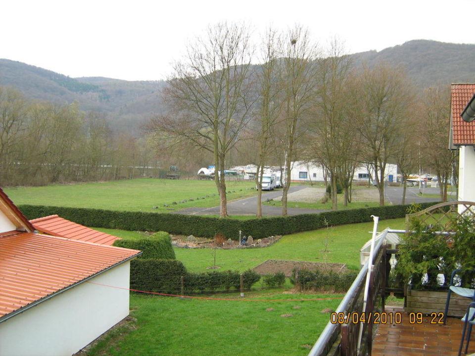 Das ist ein Ausblick vom Balkon Landhotel Ederaue