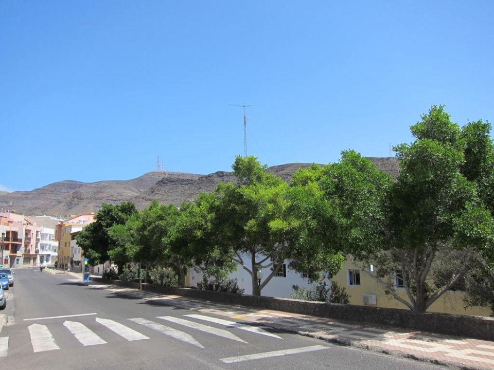 Strasse vor den Apartments Apartments Casa Alberto